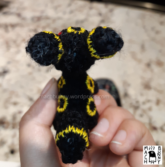 Tiny amigurumi Umbreon, top back view