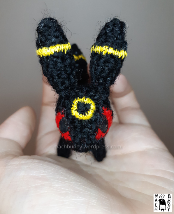 Tiny amigurumi Umbreon, top head view