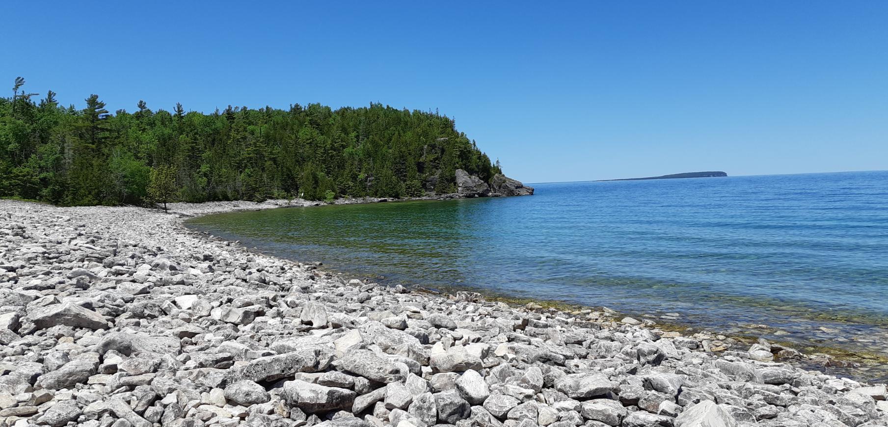 Bruce peninsula trail, rocky shore