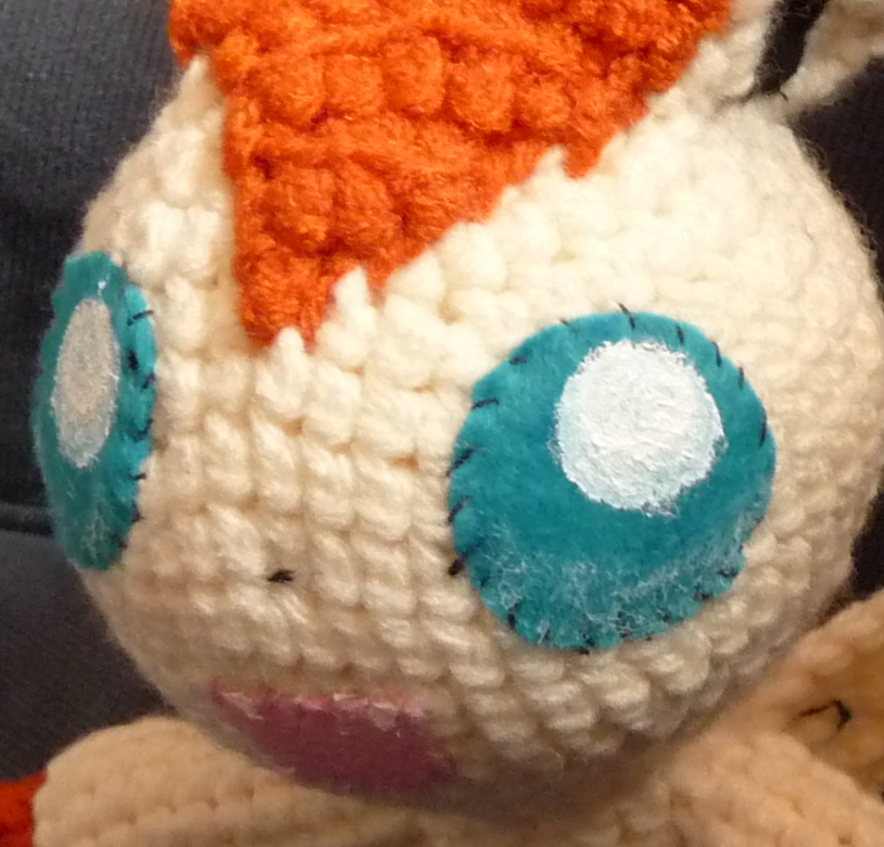 Old Amigurumi Victini, front view of face