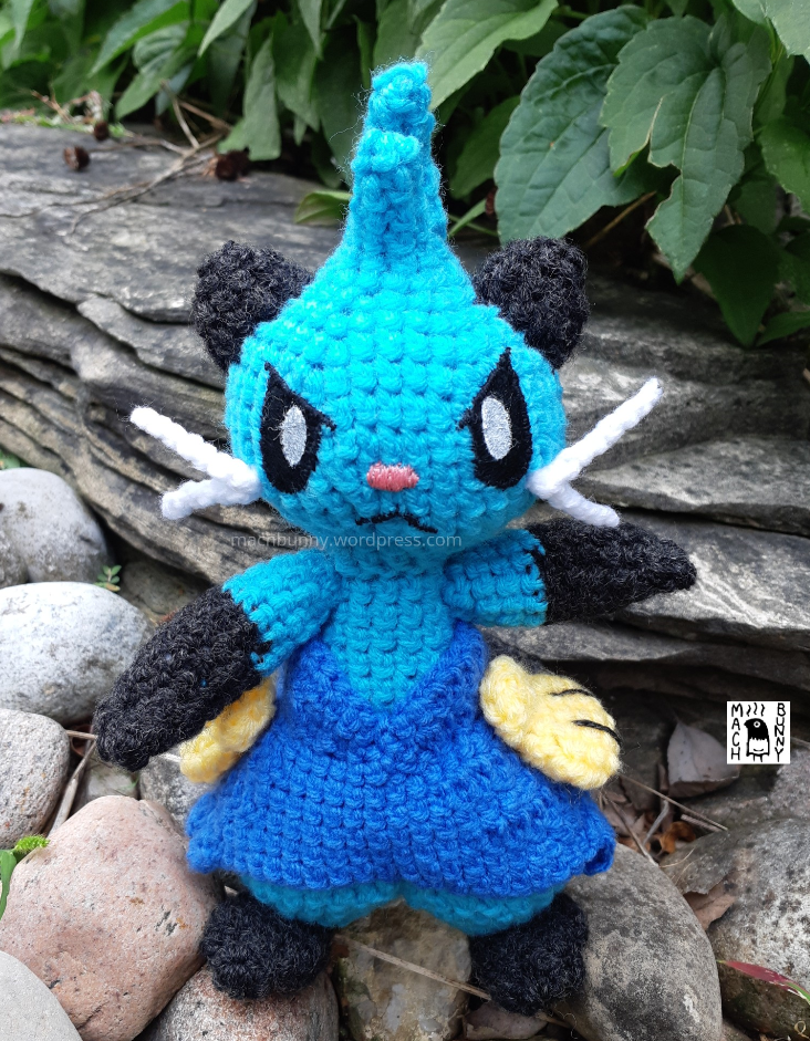 Amigurumi Dewott, front view from face-on