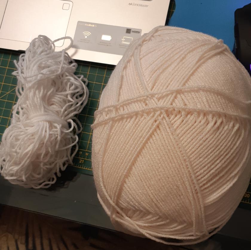 Remaining yarn amount vs. a barely used large yarn ball