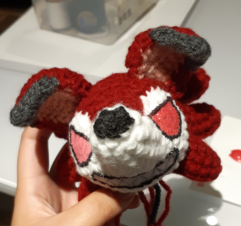 Amigurumi felt details: showing one eye painted and the other eye without paint